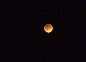 red supermoon eclipse